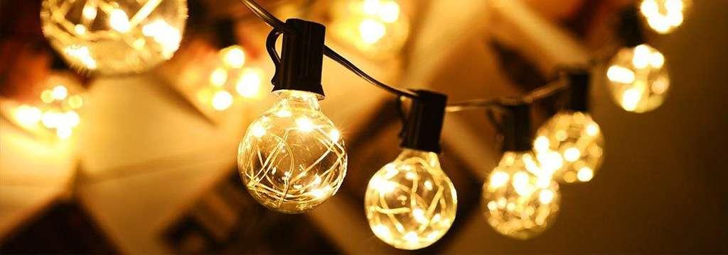 Egyedi fényfüzérek kül- és beltéri használatra hideg fehér és meleg fehér színben. kültéri fényfüzér A termékek hálózatról működnek, sorolhatók, több füzér is összekapcsolható.